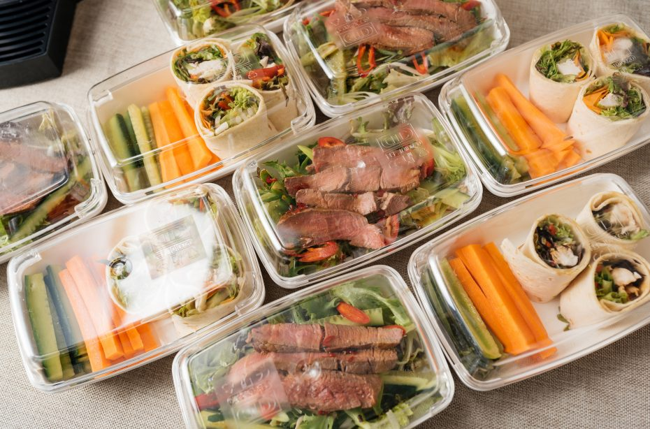 Grab'n'go lunches in White Rectangular Dishes